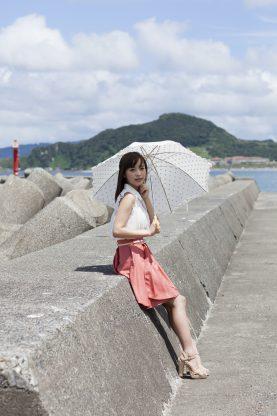 海沿いの桃乃木かな